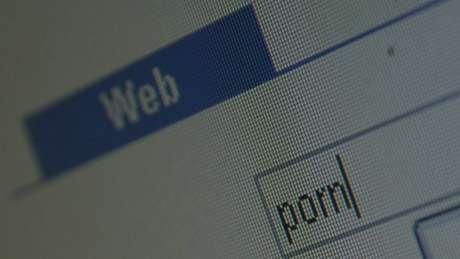 Antes acostumados a procurar pornografia na internet, usuários agora usam a rede para fugir dela