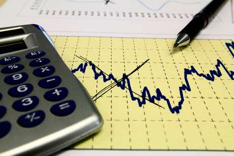 A decisão de manter a taxa Selic em 14,25% ao ano.era esperada pelos analistas, que preveem que a taxa ficará inalterada até o fim do ano.