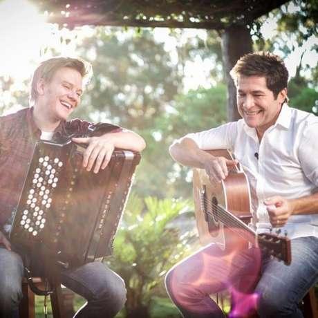 Empatados com cachê de R$ 200 mil estão os cantores Daniel e Michel Teló, que trocaram de lugar como jurados do The Voice Brasil, da Globo