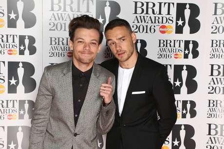 Na cerimônia de entrega dos Brit Awards, no ultimo dia 24 de fevereiro, em Londres, Liam Payne e Louis Tomlinson subiram ao palco para receber o prêmio de Melhor Videoclipe por Drag Me Down