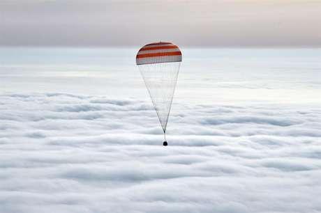 Capsula da nave Soyuz retorna à Terra