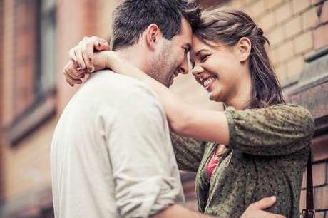 Casais que riem juntos costumam avaliar bem seus relacionamentos.