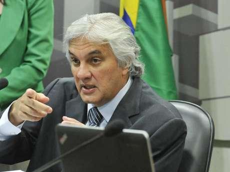Antes de ser solto, Delcídio citou Dilma e Lula em depoimento