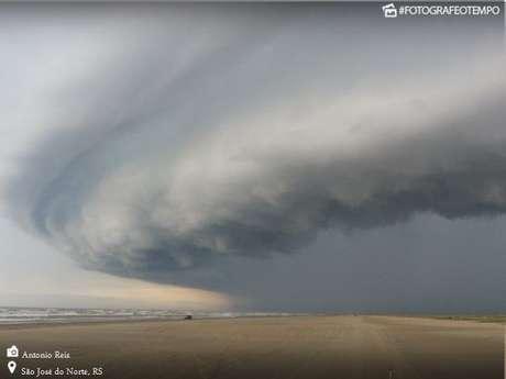 Resultado de imagem para foto de ventos fortes