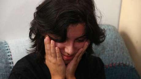 'Meninas de 14, 15 anos começam (a ingerir) hormônios e nem entendem como o seu corpo funciona', diz Débora