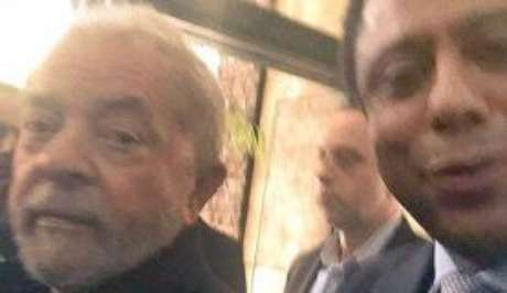Lula e deputado Orlando Silva no Aeroporto de Congonhas