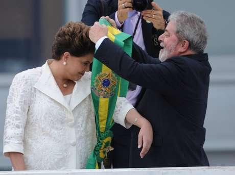 Põe e tira a faixa: investigações atingiram em cheio Lula, comprometendo ainda mais a governabilidade de Dilma
