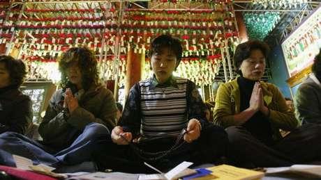Pais de estudantes vão ao templo rezar diariamente até cem dias antes das provas