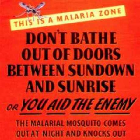 """Cartaz americano sugeria """"não se banhar fora de casa entre o pôr e o nascer do sol"""" por causa de mosquito"""