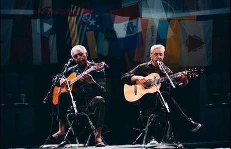 Gilberto Gil e Caetano Veloso representam duas das principais vozes da Música Popular Brasileira