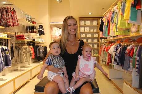 Luana Piovani com seus gêmeos, Ben e Liz