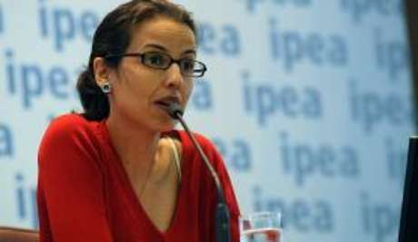 Natália Fontoura, técnica do Ipea, diz que as mulheres encontram barreiras no mercado de trabalho