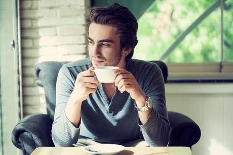 Recomenda-se beber de duas a três xícaras do chá por dia.