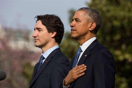 Primeiro-ministro do Canadá, Justin Trudeau, e o presidente dos EUA, Barack Obama, durante a cerimônia de boas-vindas na Casa Branca.