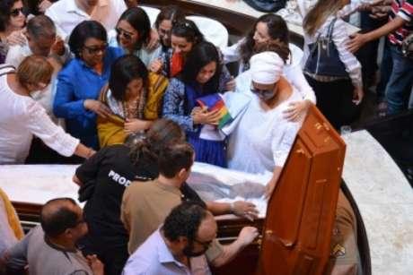 Babalorixá Raminho de Oxossi, de Olinda, e o padre Francisco Rosendo, do Núcleo Católico do Cordeiro, deram suas bençãos ao percussionista e à família