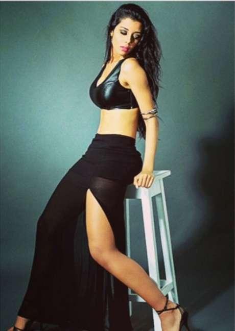 Eleita diversas vezes como uma das cantoras mais gatas do sertanejo universitário atual, Camilla lançou, em 2015, seu terceiro trabalho, que conta com uma releitura do sucesso Nuvem de Lágrimas e diversos outros hits