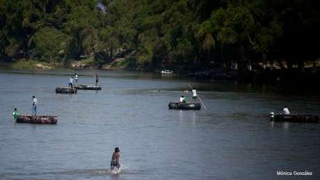 Imigrantes africanos chegam ao México pela fronteira sul