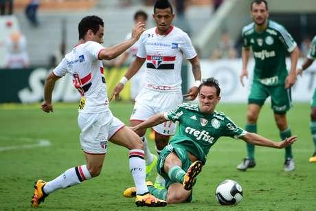 Rogério e Alan Kardec, jogadores do São Paulo FC, e Lucas, do Palmeiras, durante partida válida pela nona rodada da primeira fase do Campeonato Paulista 2016.