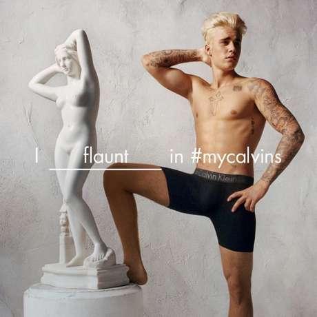 As aparições constantes com o tanquinho abdominal de fora deram tanto o que falar, que levaram Bieber a estrelar até uma campanha da marca Calvin Klein