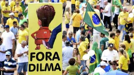 Com a demora para o julgamento do impeachment, insatisfação cresceu e gerou manifestações com números recordes pela saída de Dilma do poder