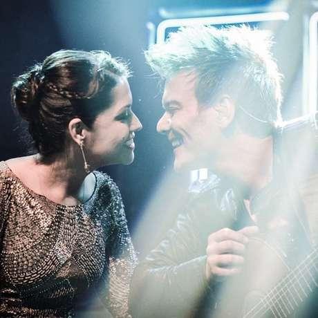 Na noite de lançamento do seu quarto CD, Sunset, em São Paulo, Teló chamou a amada no palco e dedicou lhe dedicou a música Maria