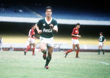 Gaúcho, jogando pelo Palmeiras, durante a partida contra o Flamengo, válida pelo Campeonato Brasileiro de 1989.