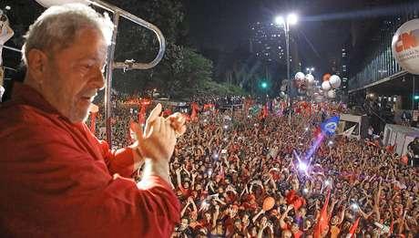 Lula lidera em todos os cenários