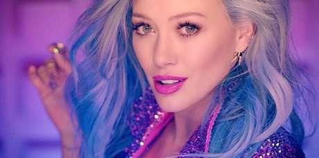 Hilary Duff foi uma das famosas a adotarem o denim hair. Fotos: Reprodução, Instagram