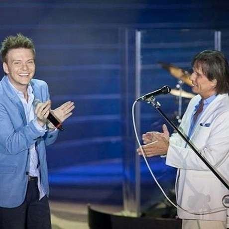Quando criança, aos 7 anos de idade, Michel Teló subiu pela primeira vez em um palco pra cantar e homenagear seu pai com uma canção do Roberto Carlos