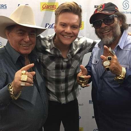 Foi como repórter que o cantor conheceu seus ídolos Milionário e José Rico, na série Bem Sertanejo, que foi exibida durante o programa Fantástico, da Rede Globo