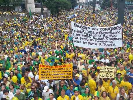 Manifestação contra o governo Dilma Rousseff no dia 13 de março de 2016, em São Paulo