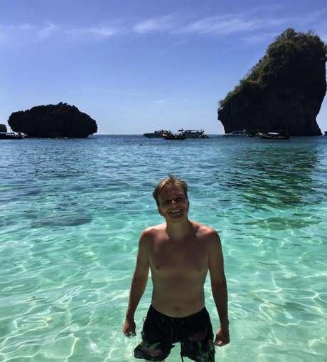 Ainda na Tailândia, o galã do sertanejo aproveitou para mostrar um pouco do cenário paradisíaco e da água cristalina da praia de Nui Bay, nas ilhas Koh Phi Phi