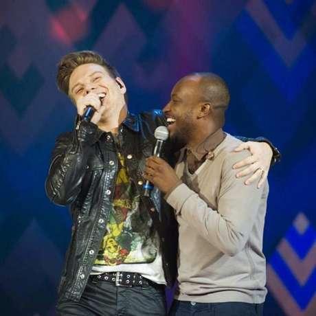 Em 2014, Michel Teló dividiu o palco com o pagodeiro Thiaguinho no programa de verão da Globo, Sai do Chão. Juntos os dois levantaram a plateia com o sucesso Caraca, Muleke!, de Thiaguinho