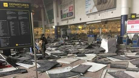 """Área atingida no aeroporto de Bruxelas estava fora de """"bolha"""" de segurança"""