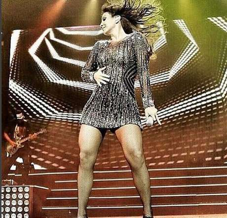 Em agosto de 2015, a bela esteve no Espaço das Américas para mais um show incrível em São Paulo. Como sempre, Ivete foi assistida por uma multidão de fãs e diversos famosos, como Sabrina Sato, Karina Bacchi