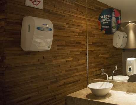 Com adesivos enfeitando até o banheiro e um comercial exibido logo antes de Michel Teló subir no palco, a 51 ICE conseguiu fixar a marca nos clientes