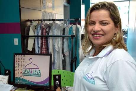 Alessandra Janiques comprou, junto com o marido, microfranquia de lavanderia