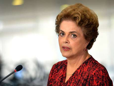 Dilma: presidente decidiu negociar pessoalmente cargos e verbas para evitar o impeachment