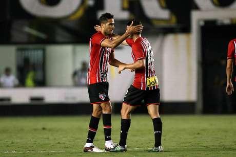 Alan Kardec, do São Paulo, comemora gol durante jogo contra o Santos na Vila Belmiro