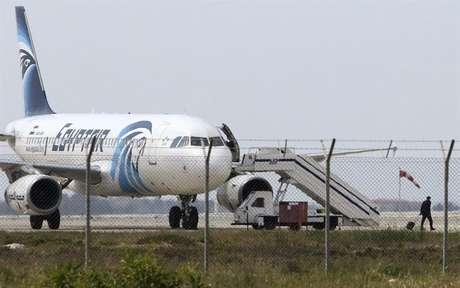 Avião foi estacionado em um local especial no aeroporto de Larnaca, no Chipre.