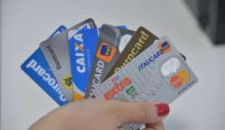 Juros do cartão de crédito subiram para 447,5% ao ano