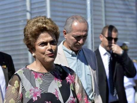 O rompimento oficial do PMDB abre espaço para cargos vagos serem distribuídos a aliados que se mantiverem no governo de Dilma