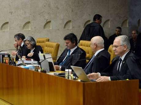 Para ministros, nas conversas interceptadas pelo juiz Sergio Moro, há telefonemas com a presidente Dilma, que tem foro privilegiado por ser presidente e que, por isso, elas deveriam ter sido remetidas ao STF