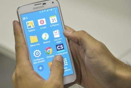 Acesso à Internet pelo celular dispara 155% no Brasil — IBGE