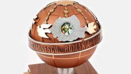 e7334293e80 Casa de leilões romena está colocando à venda artigos de luxo que  pertenceram ao ex-