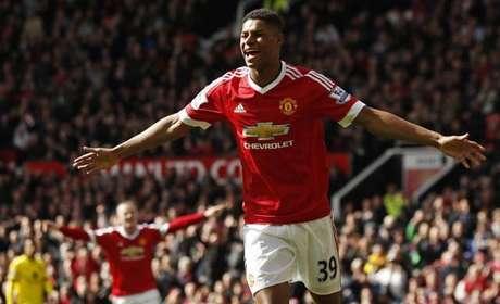 Estrela do jovem atacante de 18 anos brilha mais uma vez, faz o United chegar aos 56 pontos no Campeonato Inglês