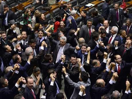 Câmara vota amanhã impeachment de Dilma Rousseff