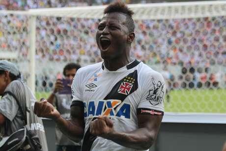 Atacante colombiano Riasco marcou o gol da conquista vascaína, em Manaus