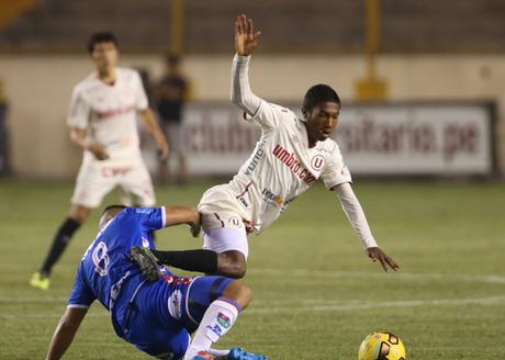 Universitario perdió 3-1 ante Melgar por la quinta fecha pendiente del torneo Apertura.