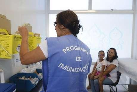 Rio de Janeiro - A vacinação contra a gripe no Estado do Rio foi antecipado e começou hoje para gestantes e crianças com idades entre 6 meses e 5 anos, além de pacientes renais crônicos. Na foto, a clínica da família Sérgio Vieira de Mello, região central da cidade